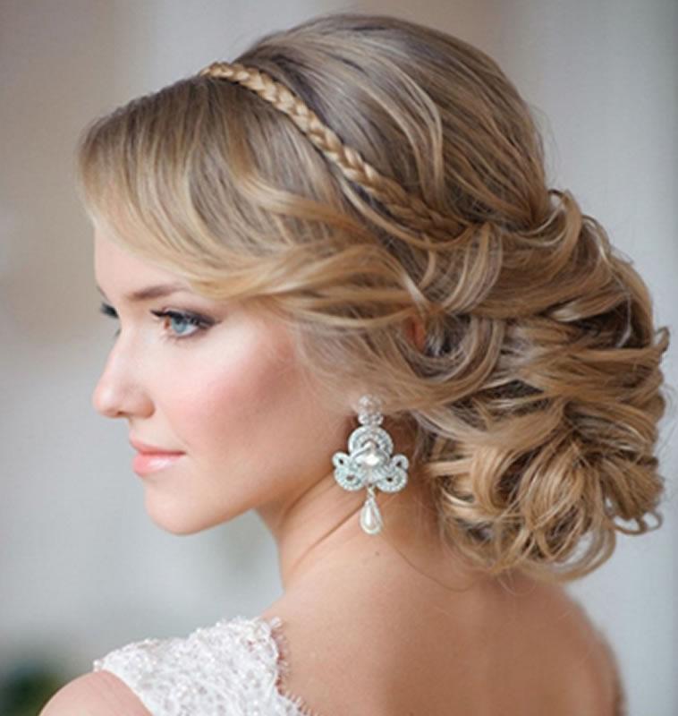 Сделать свадебную прическу в СПб