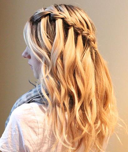 Плетение волос в салоне красоты